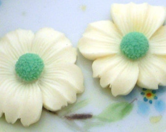 Vintage Flower Cabochons Resin 26mm Shabby Floral Cabs Flowers Shabby Blue. #1468