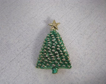 Green & gold tone vintage bumpy Christmas tree pin brooch with gold star