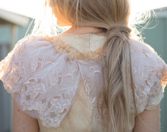 boho vintage lace collar, gypsy vintage lace capelet, vintage lace wedding collar, vintage lace wedding wrap, festival fairy lace shawl