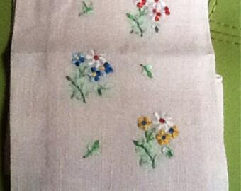 Vintage Linen Hand/Tea/Guest/Fingertip Towel Hand Embroidered Fllowers