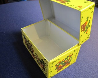 NEEDLEPOINT RECiPE BOX Vintage Metal File Card Box - yellow, floral (Syndicate, Mfg. Co. - Phoenixville, PENNA)
