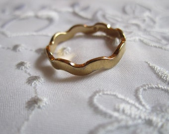 Vintage Avon Band Style Ring with Curved Design