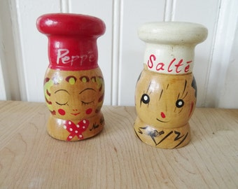 Vintage Barbecue Wooden Salte and Peppe Salt and Pepper Shakers, New York Souvenirs