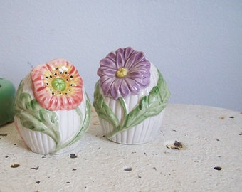 Vintage Fitz and Floyd salt and pepper shakers set Spring Flowers Made in Japan perfect condition free shipping to USA