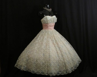 Vintage 1950's 50s STRAPLESS Bombshell Ivory Pink Tulle Taffeta Lace Party Prom WEDDING Dress Gown