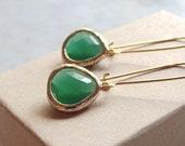 Jade glass earring. Green jade earrings.  Gold jade earrings. Tear drop earring. Bridesmaids earrings. Wedding jewelry.  Dangle earrings.