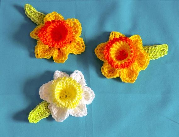 Knitted Daffodil Brooch Pattern : Daffodil brooch pfd crochet pattern