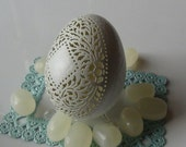 Etched Victorian Lace Egg - pale green chicken