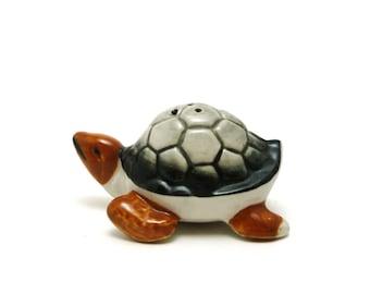 Elvin Turtle shaker, Handpainted in Japan