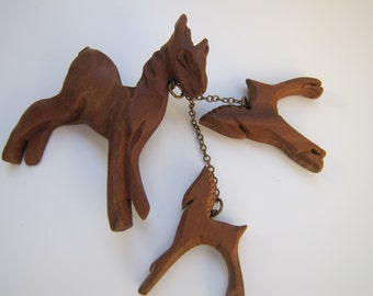 WWII Era Hand Carved Figural Horse With Twin Foals Wooden Brooch. 1940s Wood Jewelry. Art Deco Retro jewelry