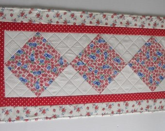 Quilted Table Runner, Quilted Table Topper, Red White Blue, Feed Sack Reproduction Fabrics, Cottage Shabby Chic, Vintage Style