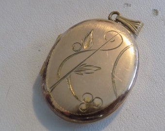 """Vintage locket pendant, floral etched rose gold plate with """"EMM"""" inscribed letters picture locket, 1940s romantic locket"""