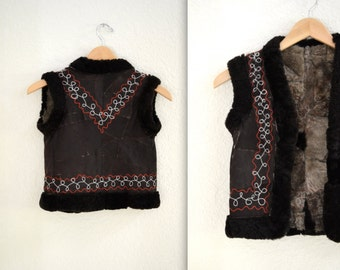 CHILDRENS Kids Vintage Embroidered Shearling Fur Vest// Shearling Embroidered Sheepskin Vest Fur Boho Afghan Tribal Vest