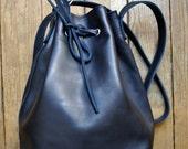 "bucket bag ""PAUL"" navy blue leather"