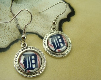 DETROIT TIGERS II baseball mlb round glass cabochon silver dangle earrings