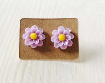 Small lavender daisy post earrings