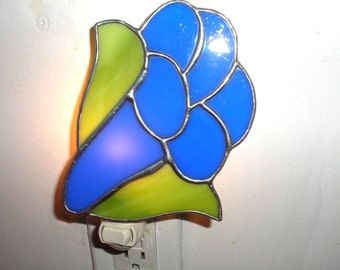 LT Stained Glass royal blue Trumpet flower night light lamp lime green leaves