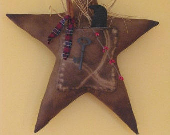 Primitive Star Door Hanger with Quilt Pocket - Wall Hanger - Door Greeter - Star with Crow in Pocket - Primitive Grungy - Muslin Fabric