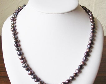 "Vintage 21"" Iridescent Grey Fresh Water Pearl Bead Necklace"