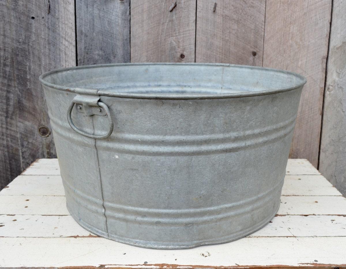 Round galvanized metal wash tub handles vintage rustic for Large metal wash tub