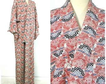 SALE 40% OFF! Silk Kimono. Vintage Japanese. Coral Pink Blue  Lined Floral Robe (Ref: 026)