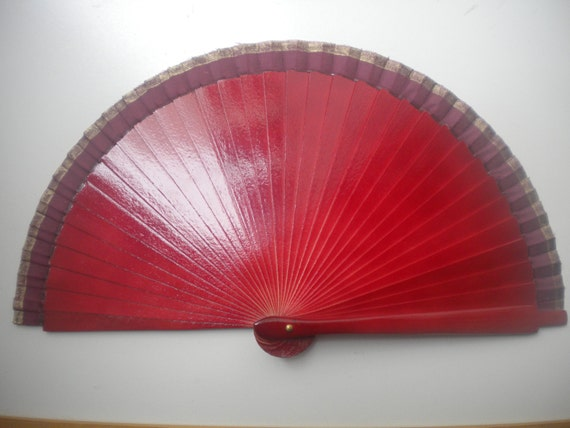 Burgundy Man Fan Small