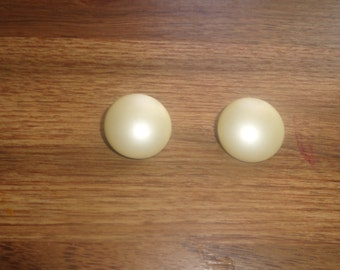 vintage clip on earrings ivory colored glass