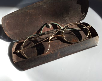 Antique Specticles with metal case