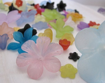 CLEARANCE Assorted Plastic Lucite Acrylic Flower Beads Multi Colored