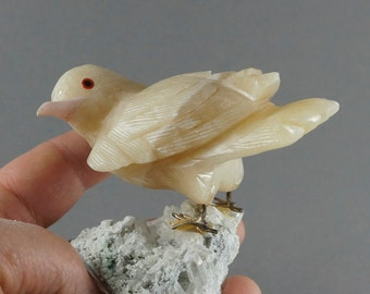 Vintage Stone Bird Carving - Bird Sculpture - gemstone carving -  songbird - stone figurine No.002047
