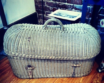 Excellent Edwardian baby wicker clamshell casket coffin carrier