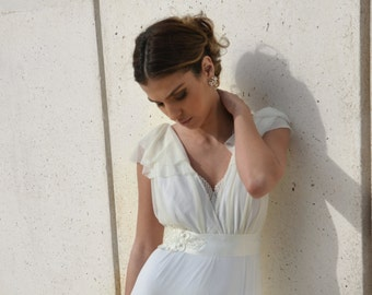 Romantic wedding dress with embroidery and decorative belt