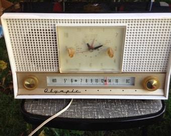 1940s Olympic AM clock Radio works alarm clock Bakelite case