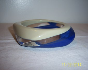 Vintage Three Color Lucite Bangle - Retro Blue Gray And Transparent Bangle -  MOD Asymmetrical Bangle -  Free Style Bracelet  - Clear Bangle