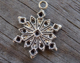 8 Silver Snowflake Charms 19mm Filigree Snow Flake in Antiqued Silver