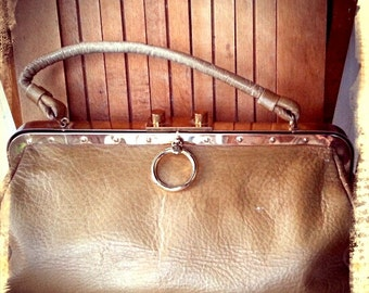 RINGER    ///    Rare SABER Leather 50s Handbag
