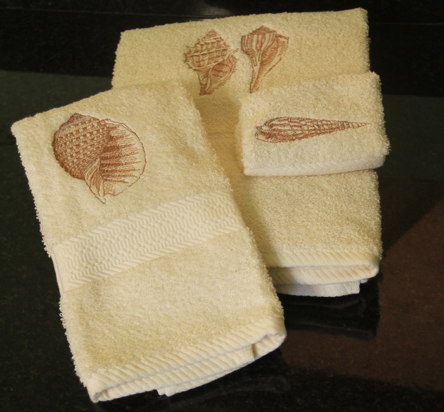 3-piece Set Of Embroidered Towels Sea Shell By Itssewsherry