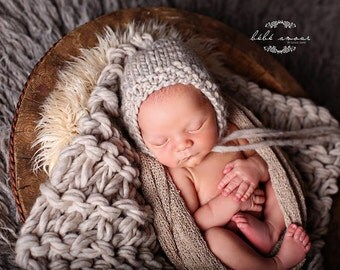 Newborn Photo Prop set - 'OATMEAL' bonnet, 'LATTE' stretch wrap, 'OATMEAL' bump blanket - knitbysarah - stitches by sarah