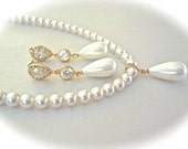 Gold pearl drop necklace ~ Swarovski pearls ~ Classic ~ Bridal Jewelry ~ Brides necklace ~  Wedding necklace ~ Mother of the bride ~ Gift