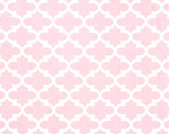 Bella Pink Fynn Quatrefoil Contour Changing Pad Cover