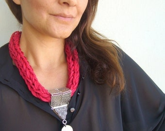 Red statement knit/macrame statement ethnic/bold collar red/ottoman knit necklace