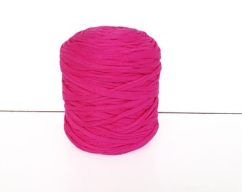 Fuschia Tshirt yarn, trapillo, zpagetti yarn, t-shirt yarn, spaghetti yarn, T shirt yarn, recycled yarn, fabric yarn, tee shirt yarn