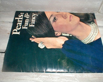 1971 Pearls: Fun & Fancy *Crafting Jewelry From Pearls* Booklet