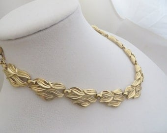 Trifari Signed Vintage Necklace Gold Tone