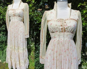 Gunne Sax prarie dress,Gunne sax dress prarie dress with pink flowers and lace sleeves with corset strings at bust,gunne sax maxi dress sz 7