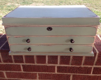 Shabby Jewelry Trunk in Antique Green
