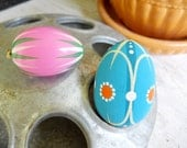 Danish Modern Norwegian French Country Hand Painted Small Wood Easter Egg Ornament Vintage 1970 Americana Folk Art Prairie Farmhouse Cottage