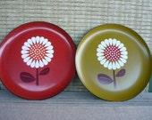 Vintage Mod Flower Serving Platter, Hippie Retro Daisy Plate, Lacquer Ware, Set of 2