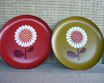 Vintage Mod Flower Serving Platter, Hippie Retro Daisy Plate, Lacquer Ware, Set of 2