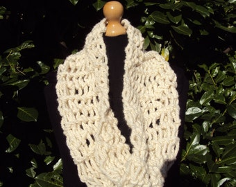 Hand Knitted White Alpaca Snood . Chunky Knit Loop Scarf. Thick Alpaca Circle Scarf. Off White.Ivory Chunky  Snood. Unisex Christmas Present